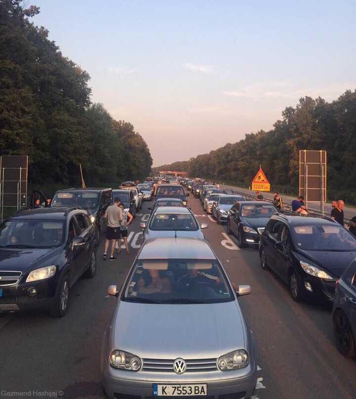 embouteillage en été au tunnel Karawanken en Autriche