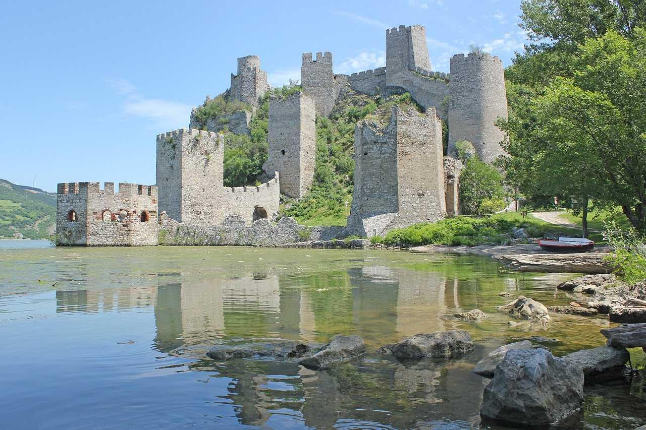 forteresse de golubac en serbie sur le danube