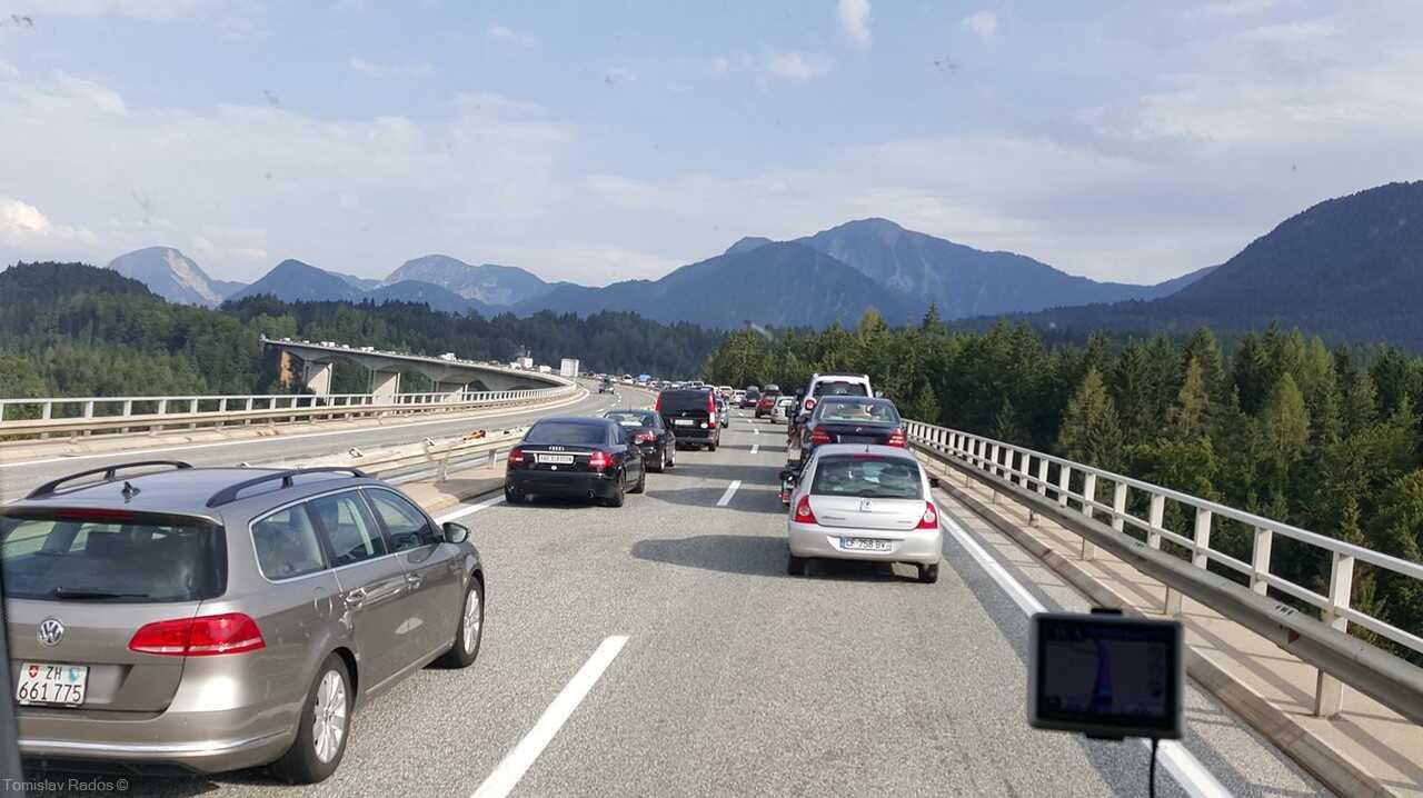 karawankentunnel embouteillages en été pour se rendre en slovénie