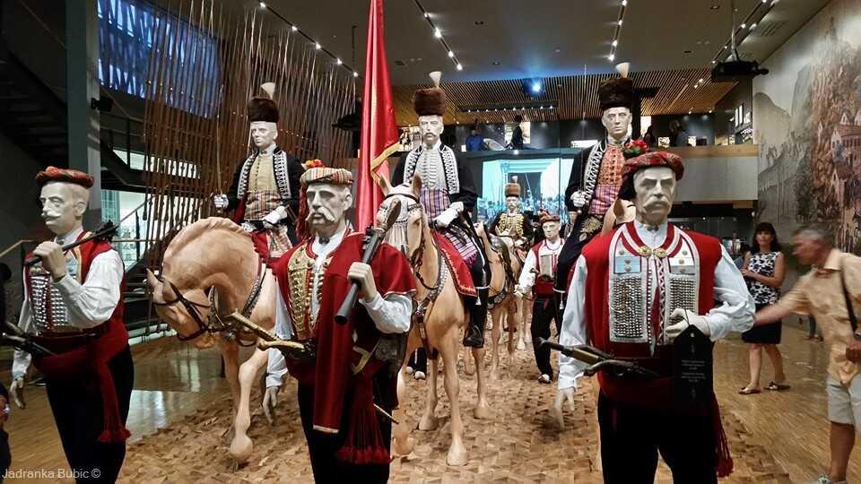 musée de l'alka à sinj reconstitution du tournoi en habits traditionnels