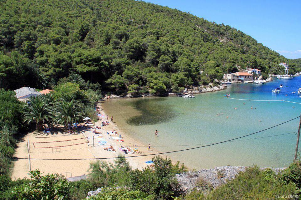 plage de stoncica sur l'île de vis