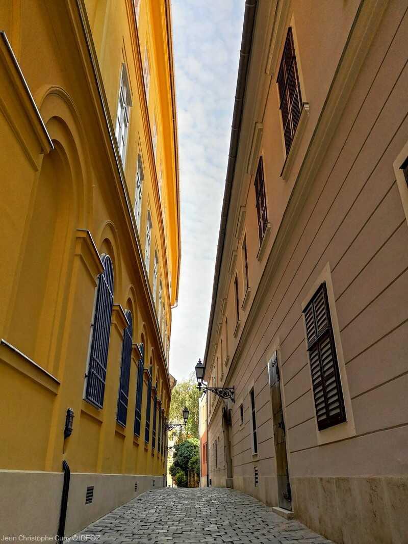 ruelle dans le quartier du chateau à budapest