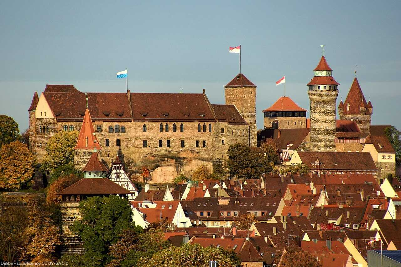 Burg médiéval  château impérial de Nuremberg au printemps