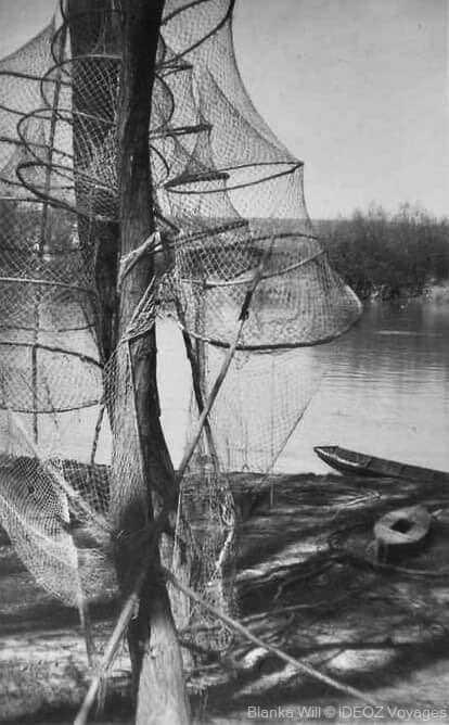 filets et barques sur la drave en 1950 par Tomislav Pavlinek