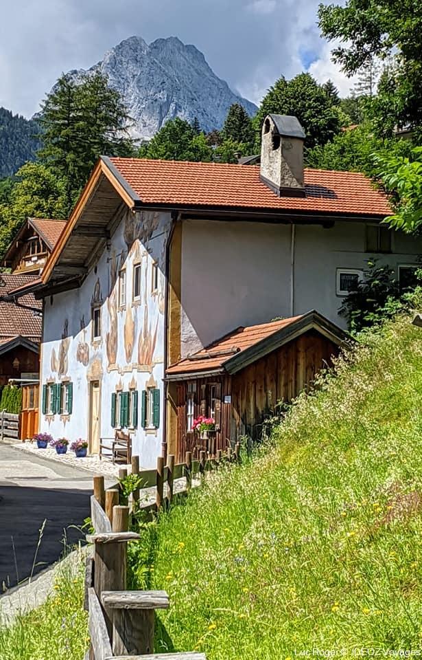 Mittenwald maison décorée dans le style luftlmalerei