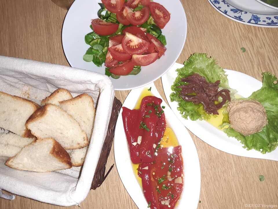 anchois poivrons marinés et salade de tomates apéritif dalmate