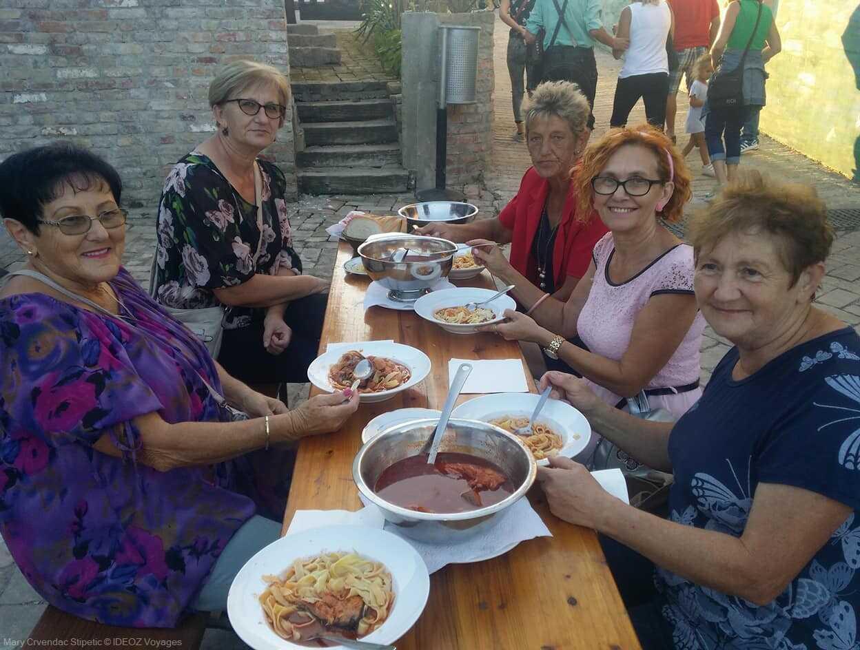 dégustation de fis paprikas à kopacevo pendan les ribarski dani