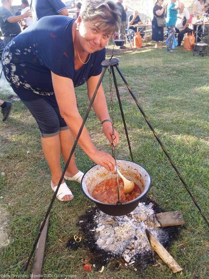 mijotage de la fis paprikas lors des journées du poisson de Kopacevo