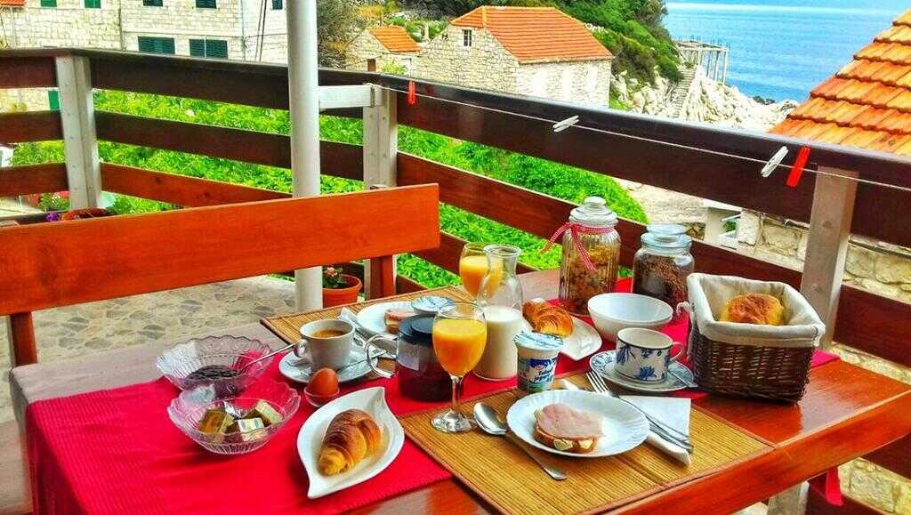 Petit déjeuner à l'appartement cumbelic à Kozarica