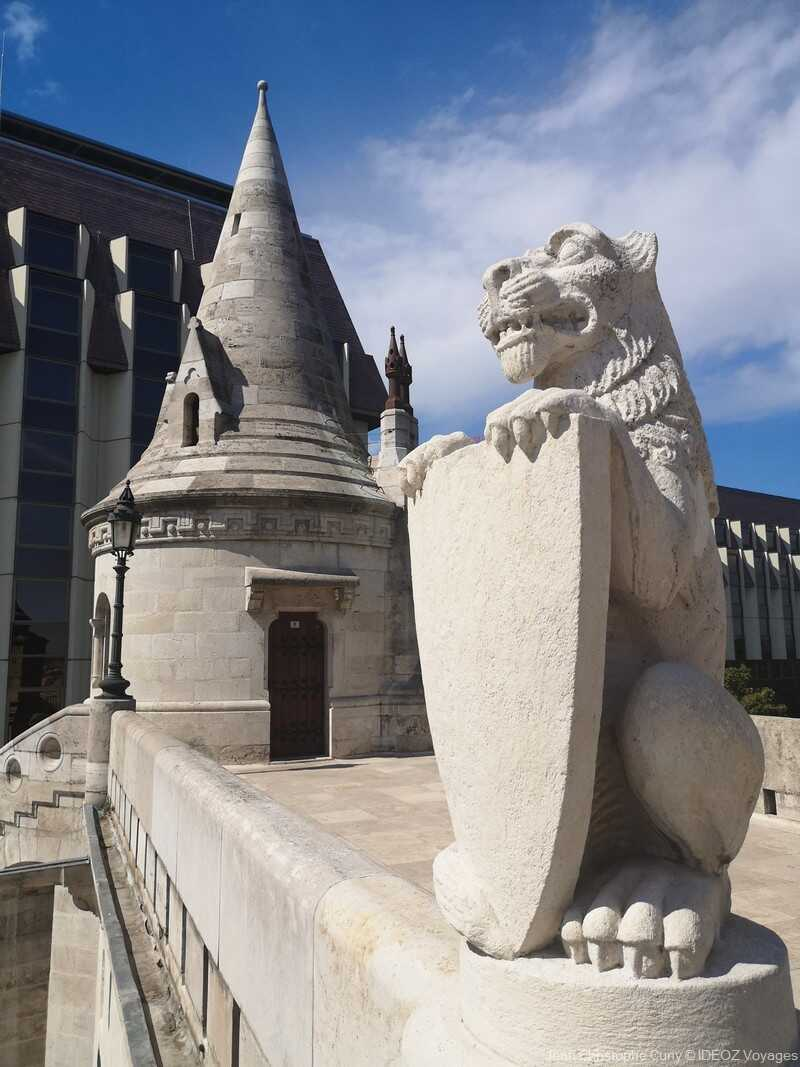 statue du lion protecteur au bastion des pêcheurs