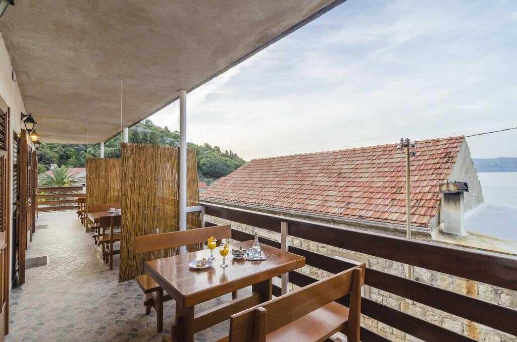 terrasse commune maison d'hôtes cumbelic à Kozarica