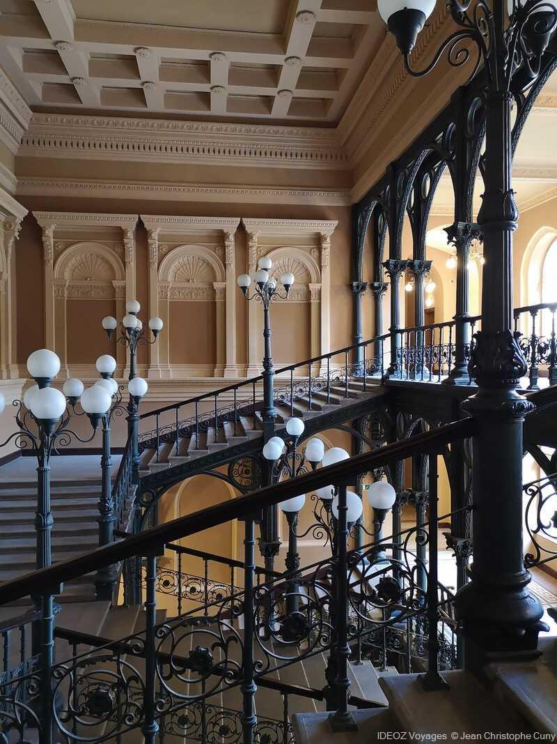 budapest nouveau hôtel de ville escaliers