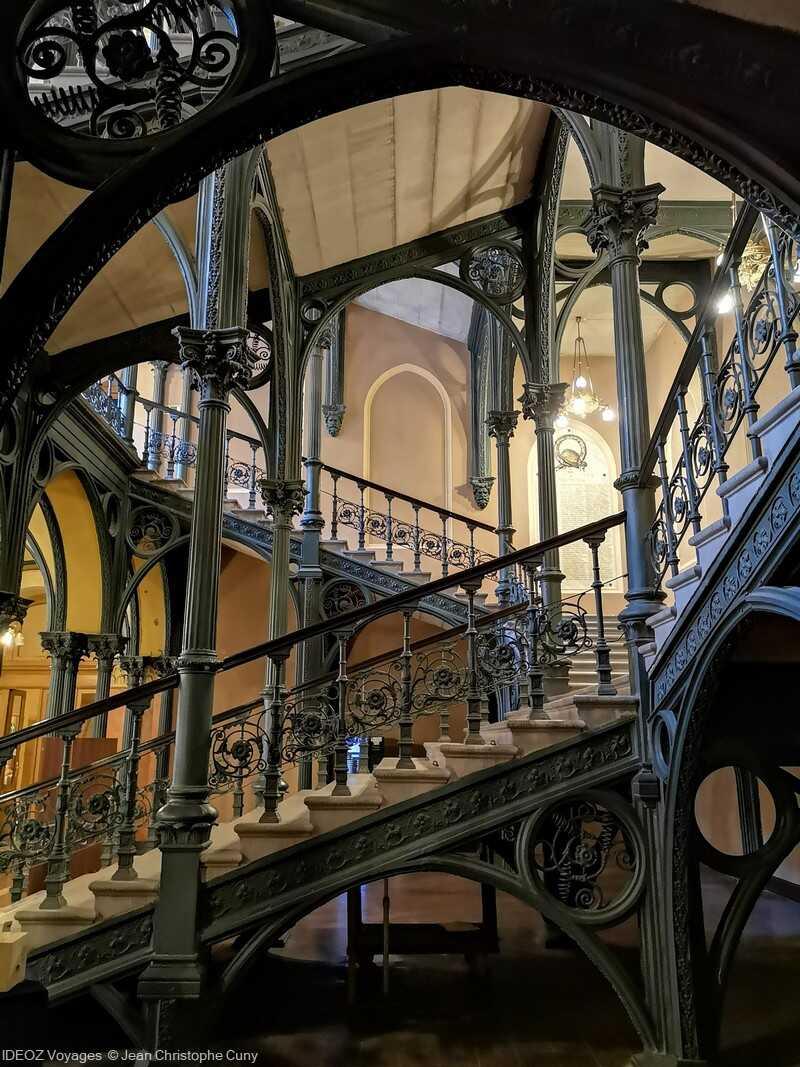 escalier du nouvel hôtel de ville de budapest