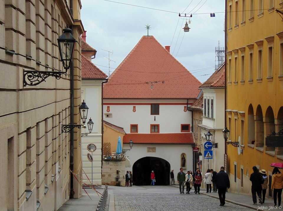 kamenita vrata la porte de pierre de zagreb entrée pour la ville haute et seule porte fortifiée du moyen age