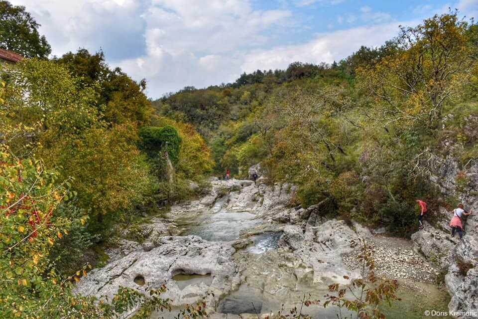Staza 7 Slapova sentier de-randonnee sur riviere mirna en istrie