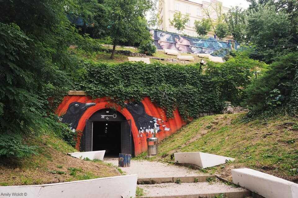entrée du tunnel Gric à zagreb et graffitis