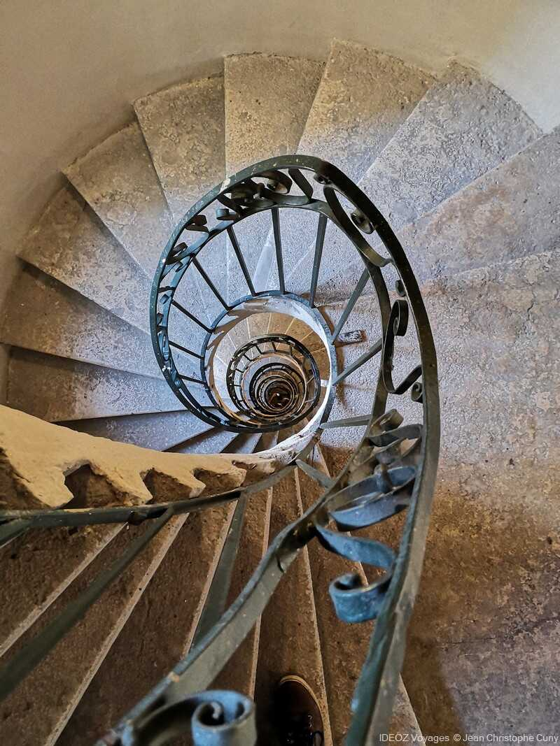 escaliers en colimaçon hôtel de ville a Budapest