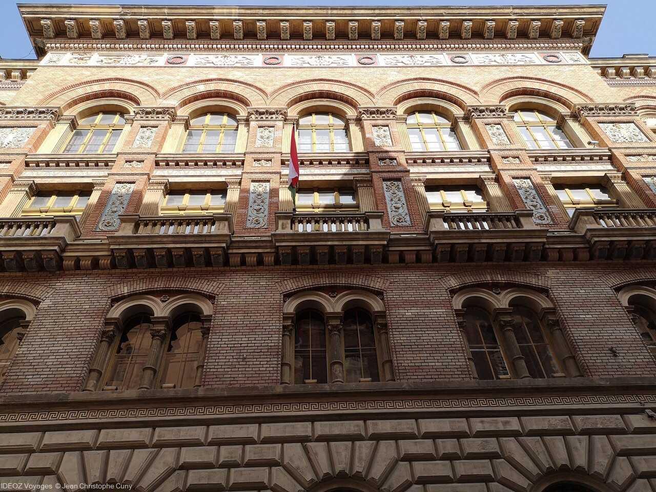 façade du nouvel hôtel de ville de Budapest