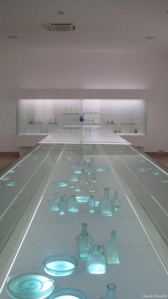 musée du verre de zadar plats, flacons et bouteilles