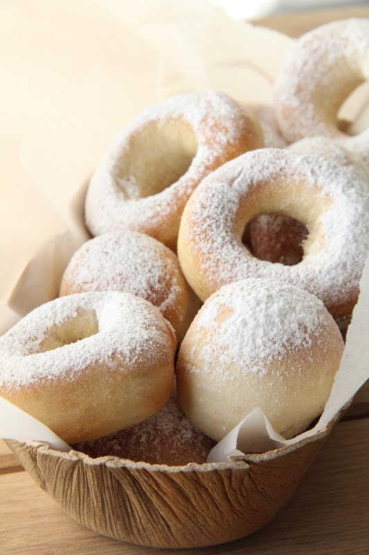 beignets au four en boules et en donuts