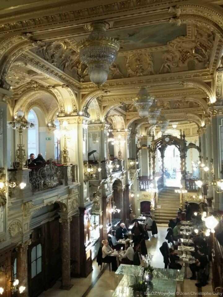 Budapest salle du Café littéraire New york