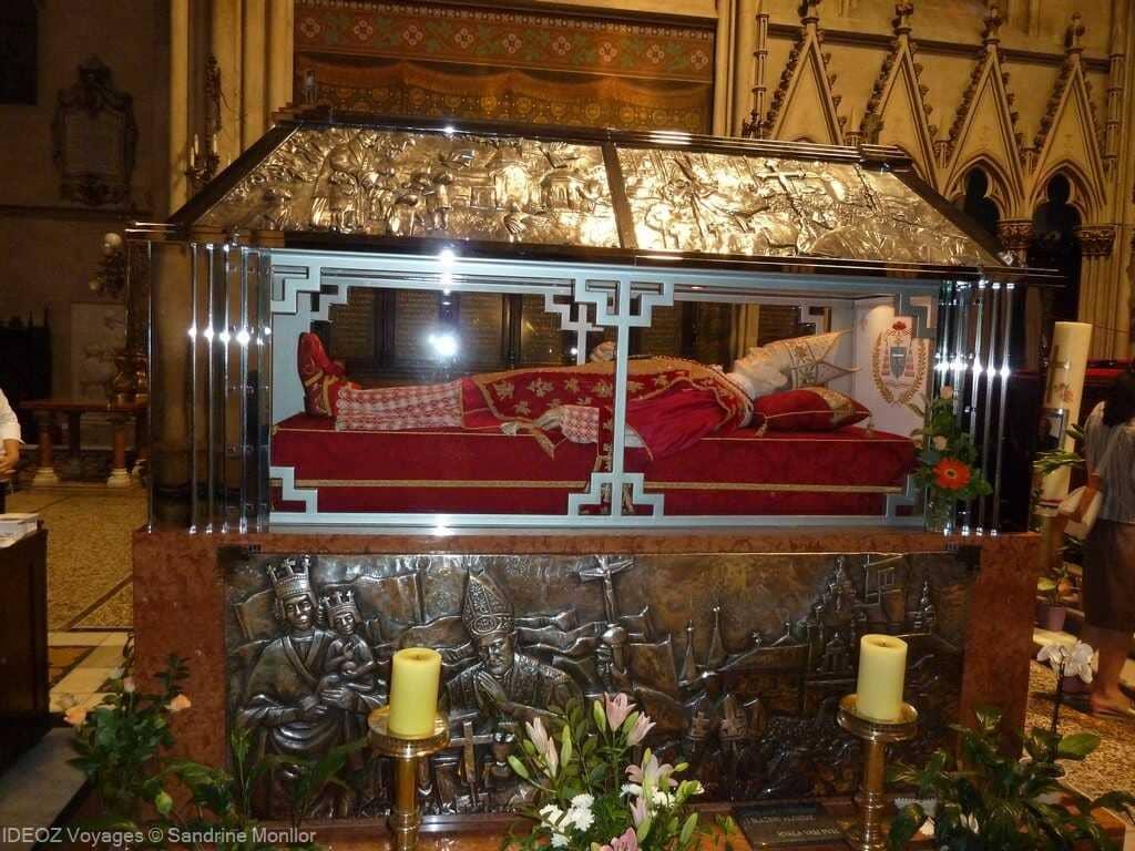 évêque stepinac à la cathédrale de zagreb