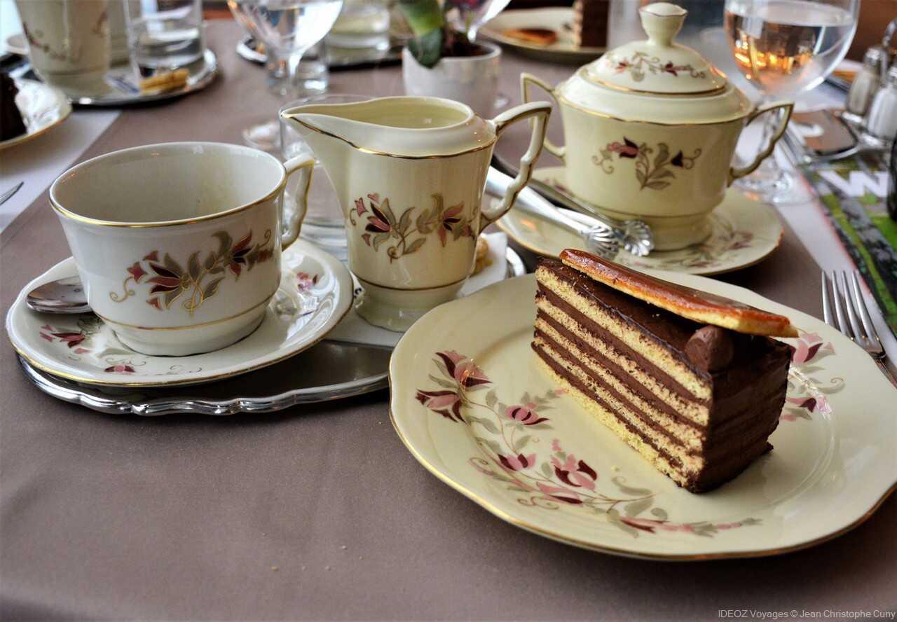 Zsolnay kàvéhàz salon de thé à budapest