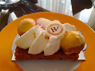 tarte aux abricots chez hugo et victor paris