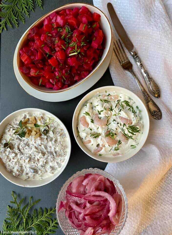 Sienisalaatti  Marinoitu punasipuli Rosolli salades de noel en finlande
