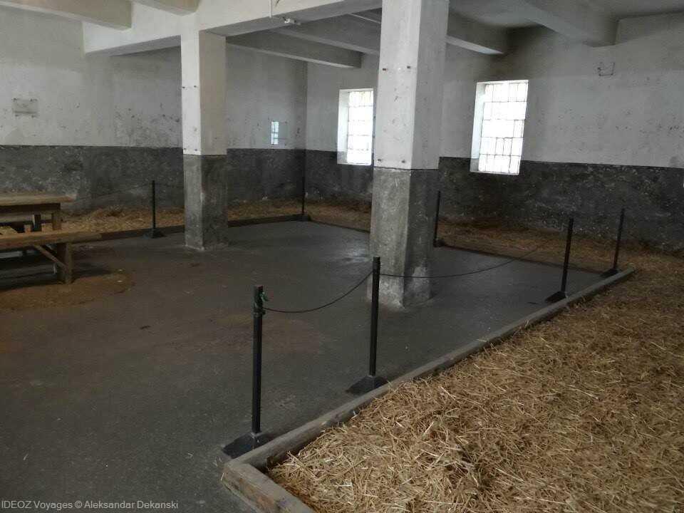 intérieur des bâtiments du camp de concentration nazi de la croix rouge à nis