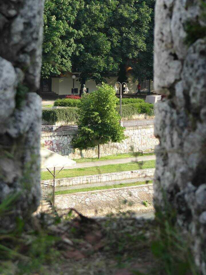 monument de Nadežda Petrović peintre serbe impressionniste et fauviste vu depuis la forteresse de Nis en serbie