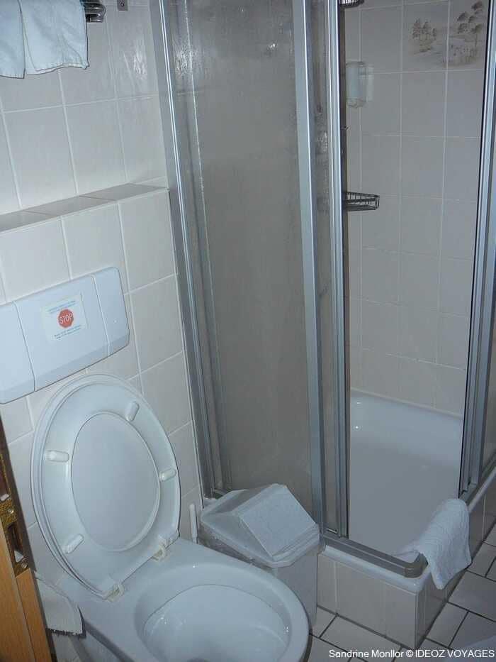 salle de bain au Landgasthof Bauerngirgl Bayerisch Gmain