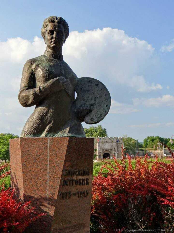 Statue  de Nadežda Petrović  peintre serbe impressionniste et fauviste
