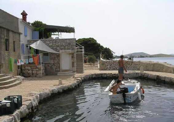 déplacements en barque sur l'ile kornat house antonia