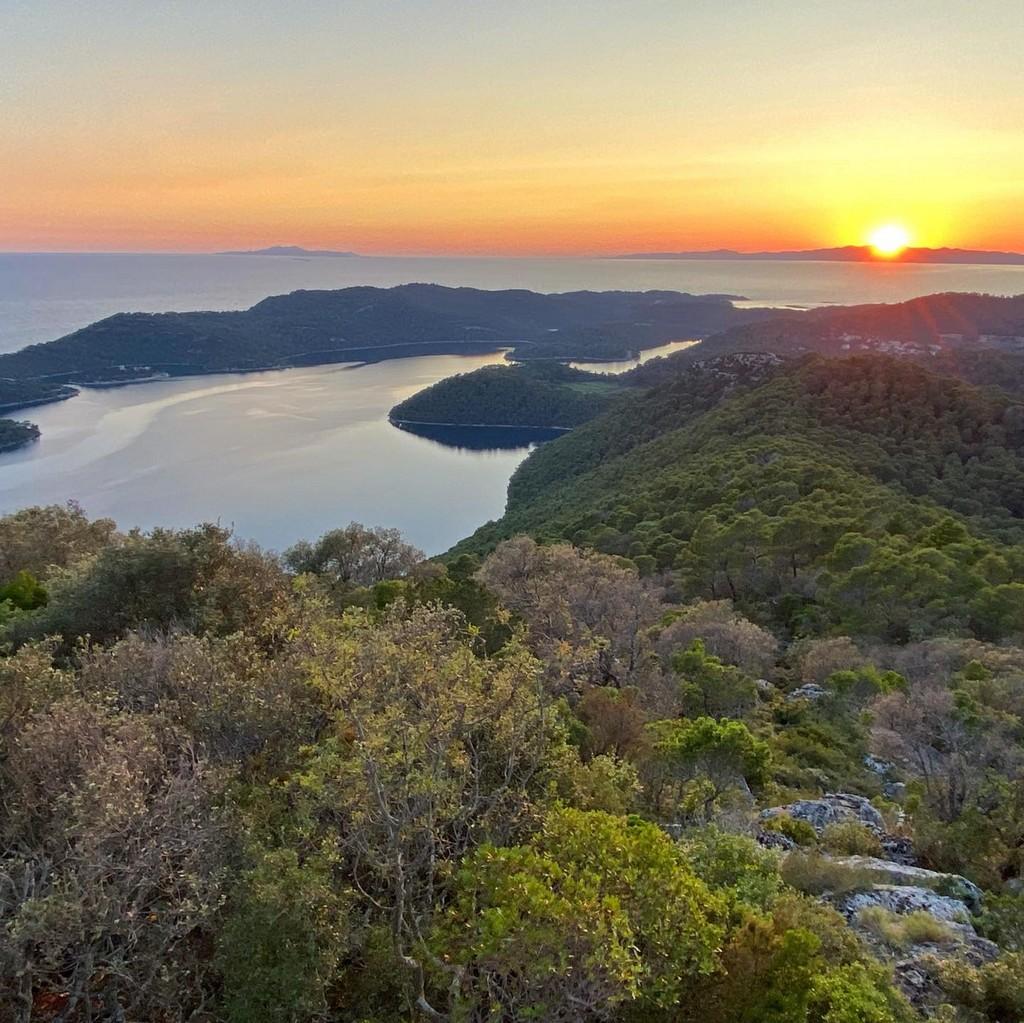 coucher de soleil à mljet depuis le mont montokuc