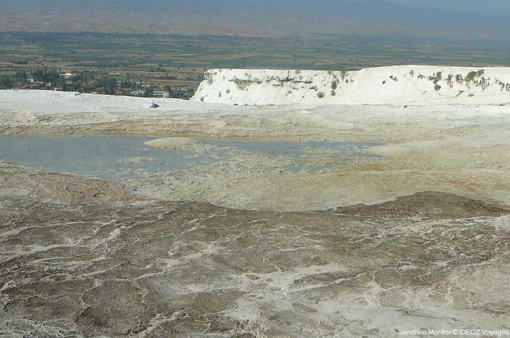 pammukale face moins attrayante du phénomène géologique