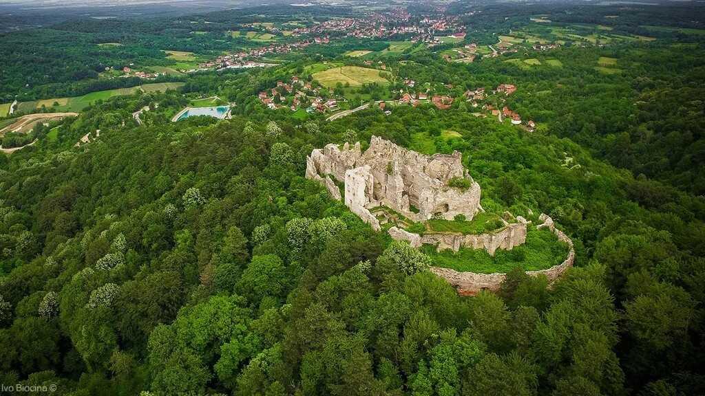 Vestiges du chateau de ruzica grad dans le parc naturel de papuk