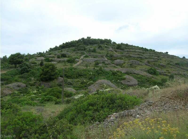 ruines sur l'île de vis en dalmatie