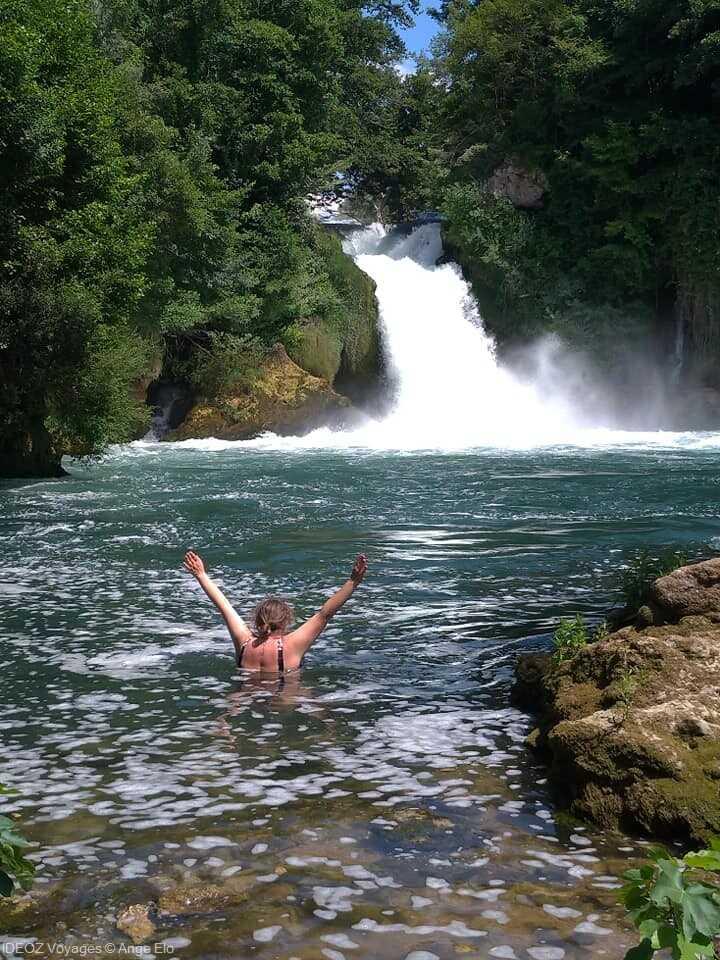 chute de bilusica ou on peut encore se baigner dans la riviere krka