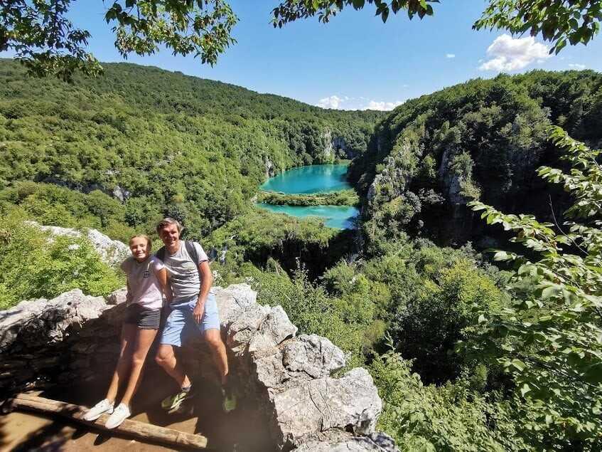 point de vue panoramique sur les lacs inferieurs de plitvice depuis le belvedere