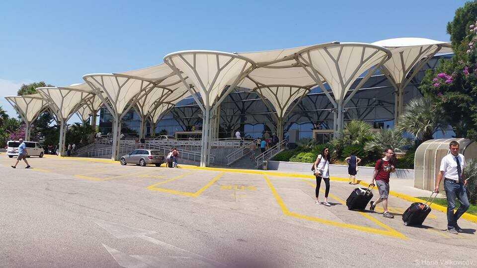 aeroport de split sortie du terminal