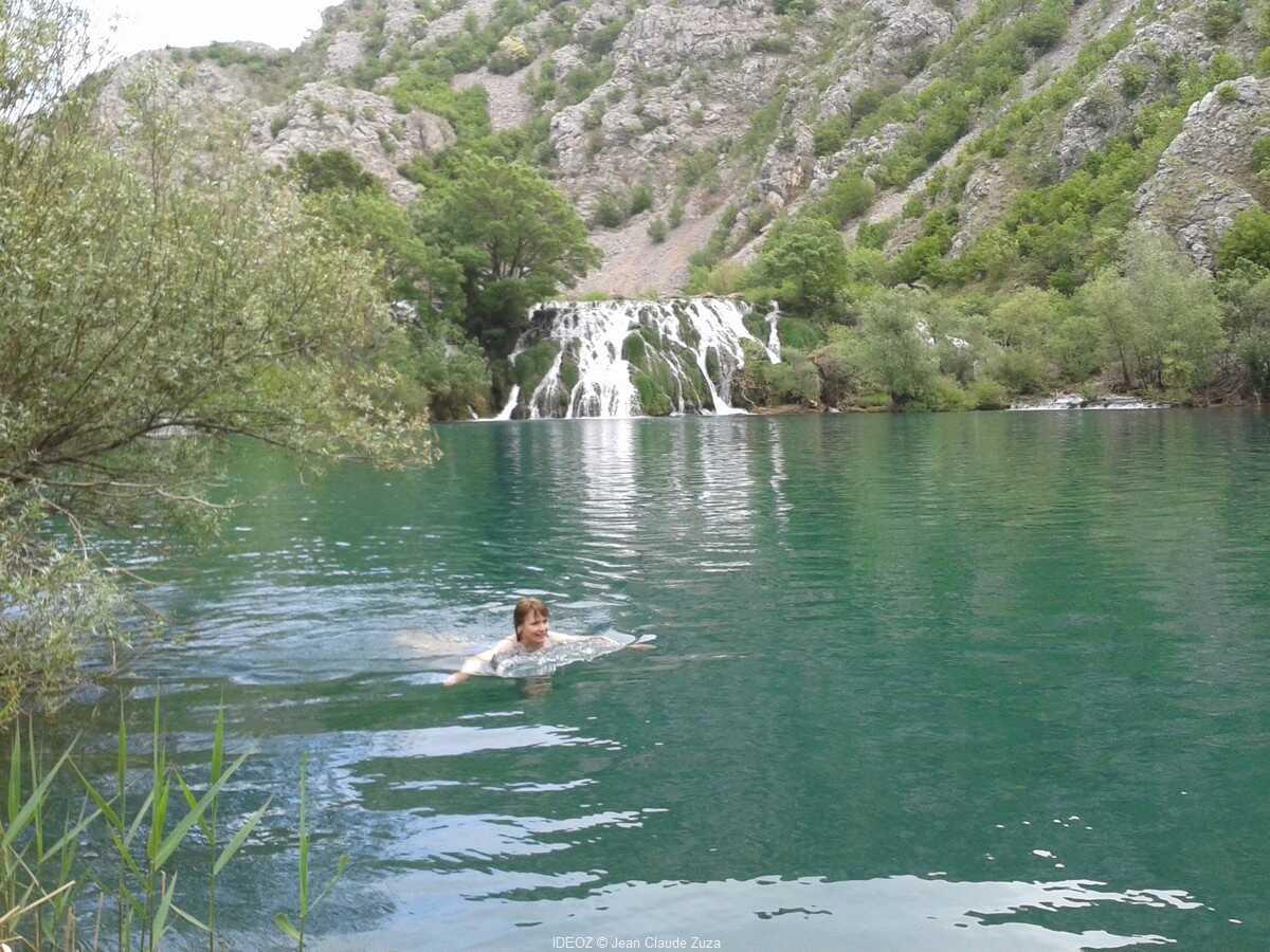baignade dans les chutes de la riviere krupa