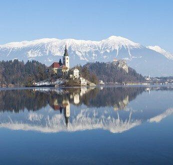 bled lac dans les alpes en slovénie