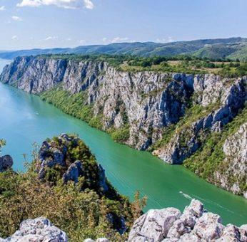 """Die Djerdap Gorge im Nationalpark Đerdap in Serbien, bekannt unter """"Eisernes Tor"""